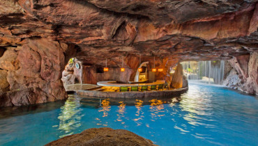 This Swim Up Bar In A Cave Is Hawaii At Its Best